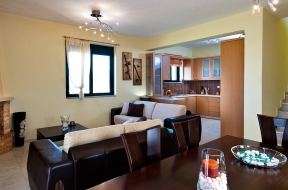Relax and enjoy the spacious rooms of the villa !