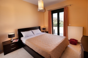 Enjoy the comfort in the master bedroom !