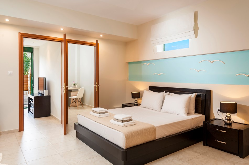 Designed ,Third En-suite bedroom with direct access to the pool !
